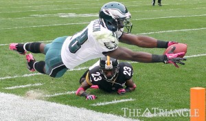 Philadelphia Eagles wide receiver Jeremy Maclin tries to score against Pittsburgh Steelers cornerback Keenan Lewis during the fi rst quarter Oct. 7, 2012, in Pittsburgh.