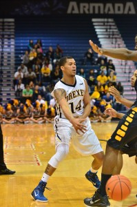 Drexel guard Damion Lee dishes a pass on Nov. 30. (Ken Chaney - The Triangle)
